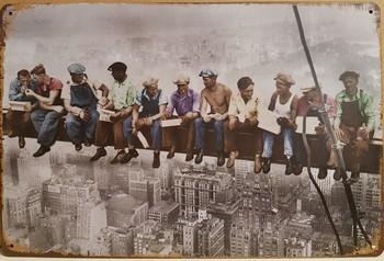 Workers werkers op de balk metalen reclamebord