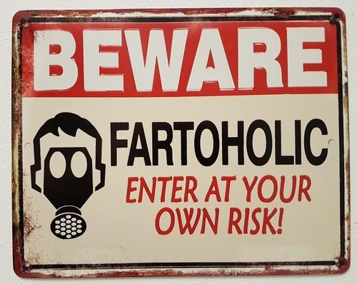 Beware fartaholic metalen bord  25 x 20 cm