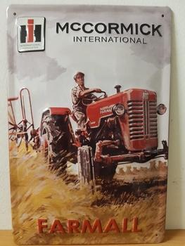 Mccormick international farmall rode tractor  metalen