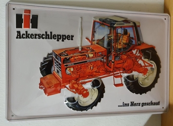 International ackerschlepper 1056XL  reclamebord