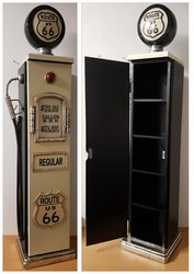 Benzinepomp zwart wit houten kast