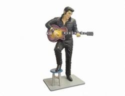Elvis Presley staand kruk en gitaar in overleg
