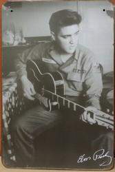 Elvis zittend met gitaar zwart wit metalen reclamebord